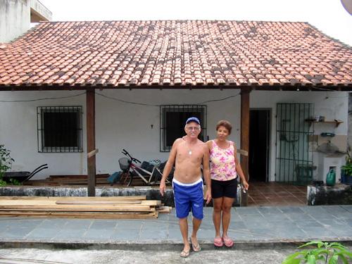 A casa, seus proprietários e o grande telhado