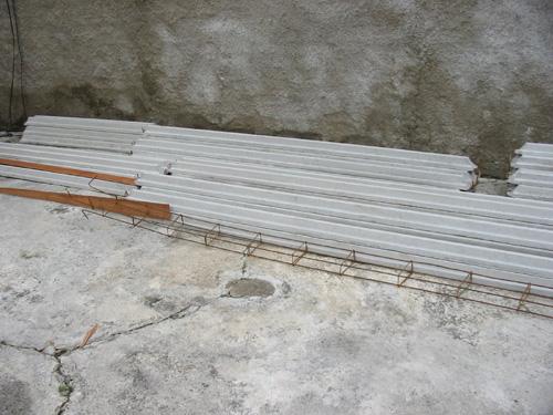 A laje pré-fabricada, pronta para ser colocada